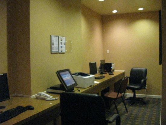 Holiday Inn Los Angeles International Airport : business center