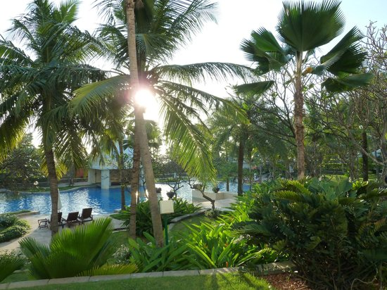 Vivanta by Taj - Fisherman's Cove: View over pool from our room