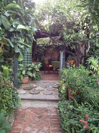 Casa Flores : Our Private Garden/Breakfast Area