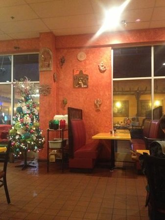 Monterrey Mexican Restaurant: Dining room at Christmas time