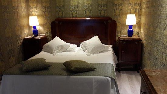 Hotel Pierre Milano: bedroom-1