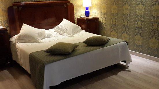 Hotel Pierre Milano: bedroom-2