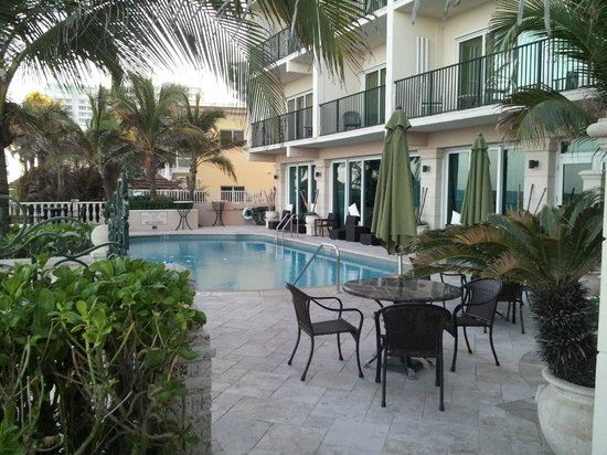 Sea Lord Hotel & Suites: Quiet pool area
