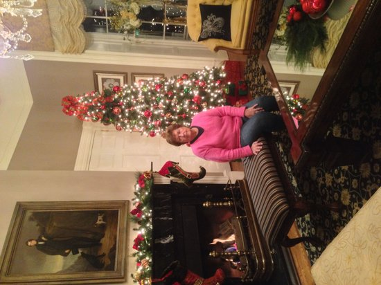 The Martha Washington Inn and Spa: Lobby all dressed for Christmas