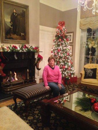 The Martha Washington Inn and Spa: Lobby all dressed for Christmas