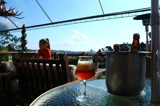 Hotel Casa da Montanha: happy hour no deck com uma cerveja artesanal e este visual