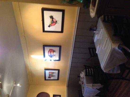 128 Pecan: Dinning area.