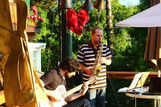 Hotel Casa da Montanha: no deck ainda rolou um show de jazz!!