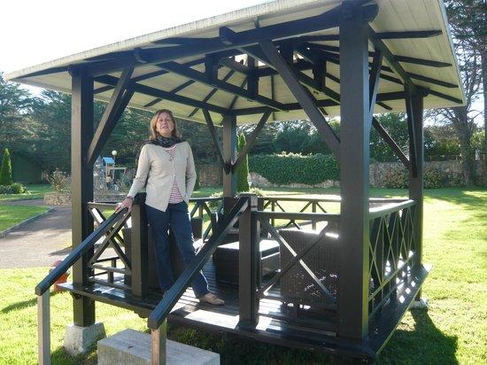 Hotel Nicol's: Templete en el jardín