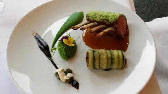 The White House Restaurant: Lamb rack, I love the presentation