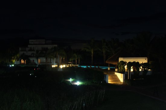 Residencias Reef Condos: Night view from unit