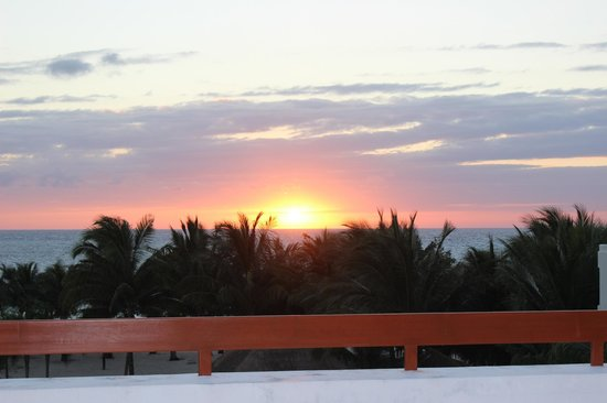 Residencias Reef Condos: Sunset from building 4