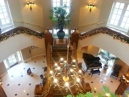 Lafayette Park Hotel & Spa: Lobby Staircase