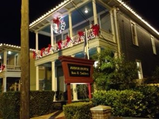 Arbor House Inn And Suites: Arbor House Hotel