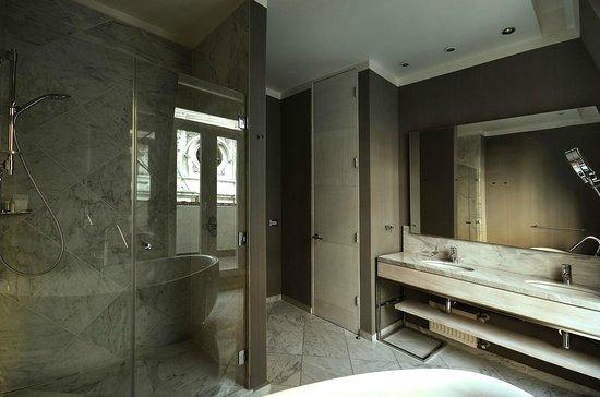 Hotel Terranostra: Baños modernamente equipados