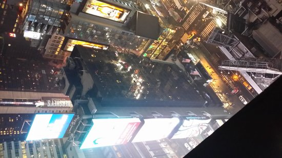 DoubleTree Suites by Hilton Hotel New York City - Times Square: Jumbotron view from 4007