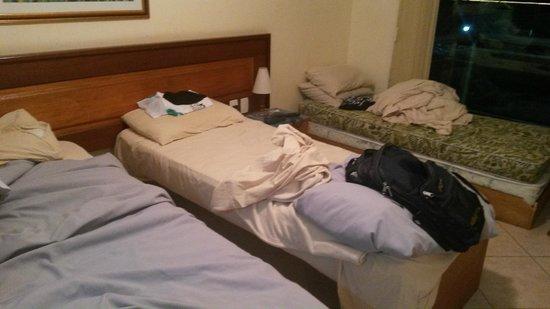 Hotel Dominguez Plaza : Situação do quarto quando cheguei a noite.