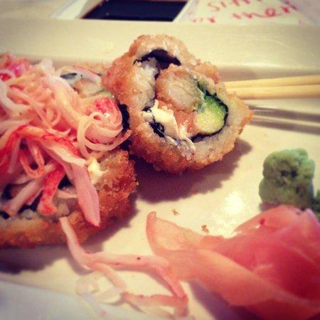 Rock San Thai Restaurant and Sushi Bar: Eric Roll fried! Yum