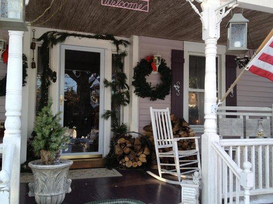 The Bella Ella Bed & Breakfast : Porch