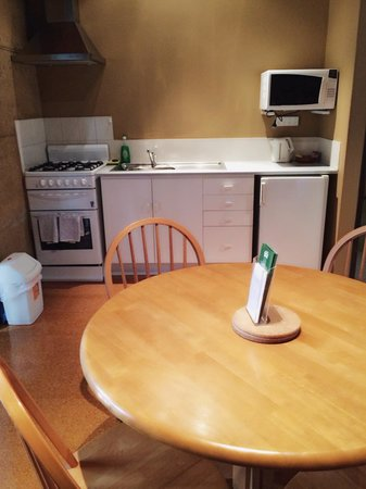 The Koorabup Motel: Kitchenette and Dining