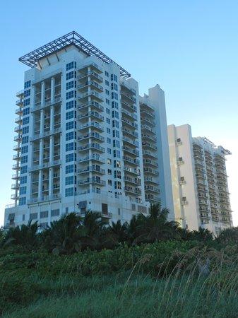 Marriott's Oceana Palms: Oceana Palms from beach