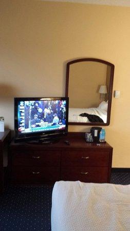 Courtyard Dallas Addison/Quorum Drive : TV