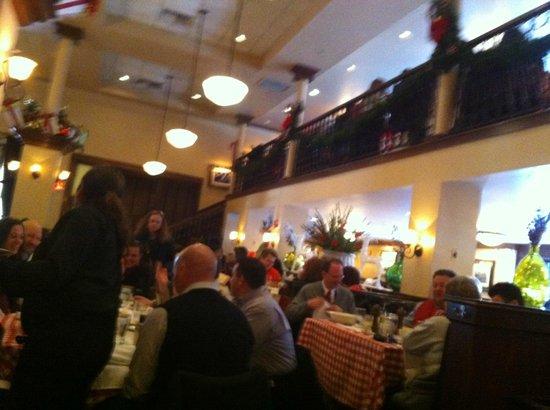 Maggiano's Little Italy: Une partie de la très grande salle