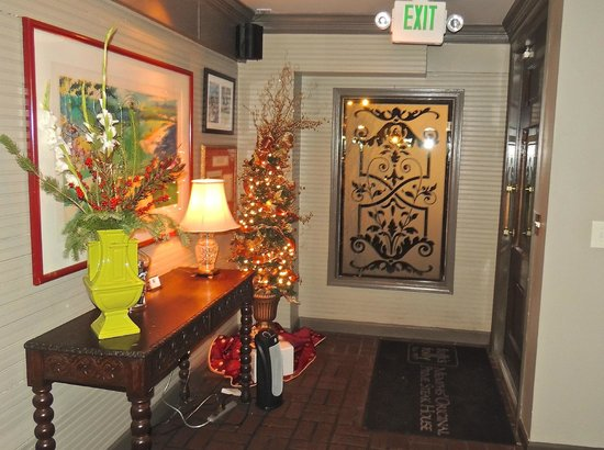 Folk's Folly Prime Steakhouse : Entryway