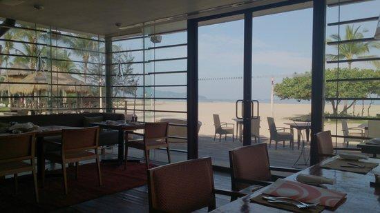 Shangri-La's Rasa Ria Resort & Spa : breakfast area