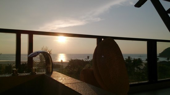 Shangri-La's Rasa Ria Resort & Spa : sunset from our room
