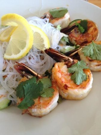 Mendocino Cafe: vietnamese salad with prawns