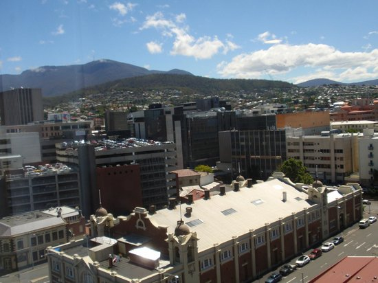 Grand Chancellor Hotel Hobart : View back across to Mount Wellington from room.