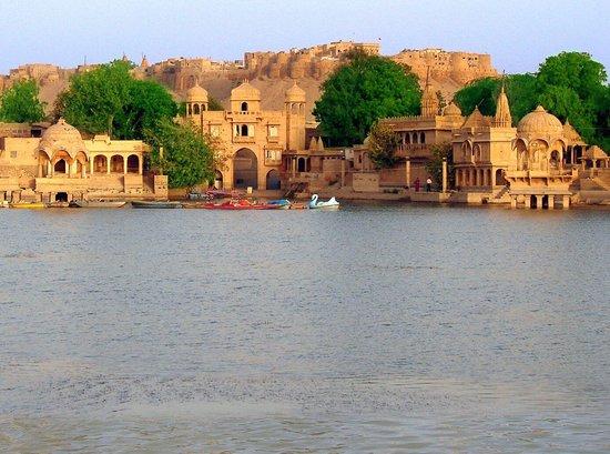 Riddhi Siddhi Restaurant: Golden fort &Gadisar lake.