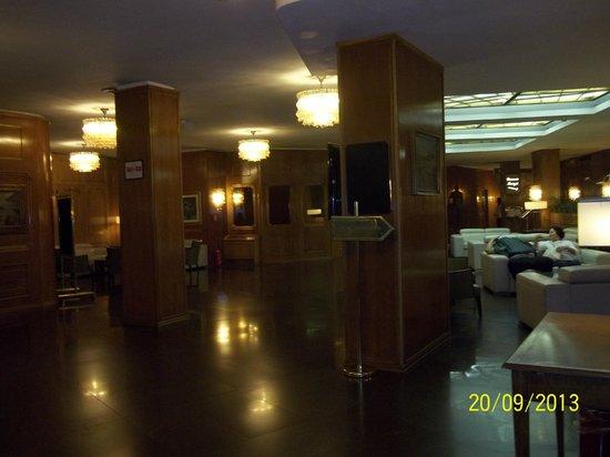 Hotel Beverly Hills Rome: Parte do hall de entrada