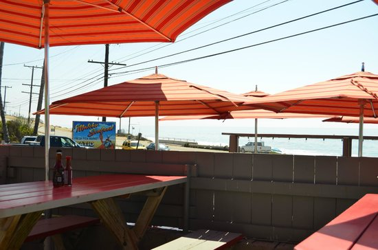 Malibu Seafood Fresh Fish Market and Patio Cafe : The seating area at Malibu Seafood