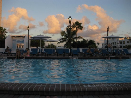 Bahia Mar Fort Lauderdale Beach - a Doubletree by Hilton Hotel : Pool with lounge chairs bar to the right and exercise room to the left
