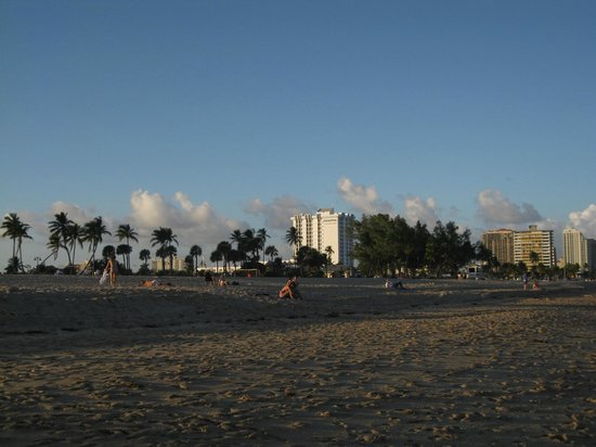 Bahia Mar Fort Lauderdale Beach - a Doubletree by Hilton Hotel: Hotel from a distance