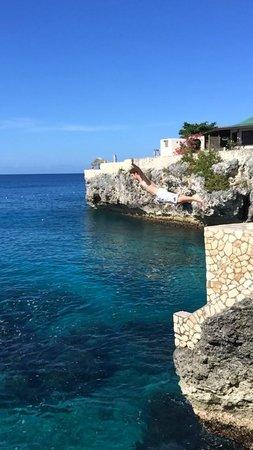 Banana Shout Resort: Cliff diving