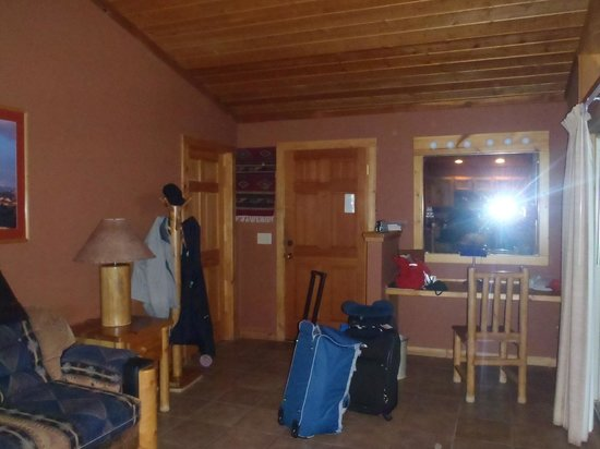 Red Cliffs Lodge: Living Room