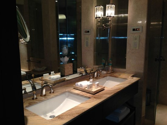 The Leela Palace Chennai: Double sinks