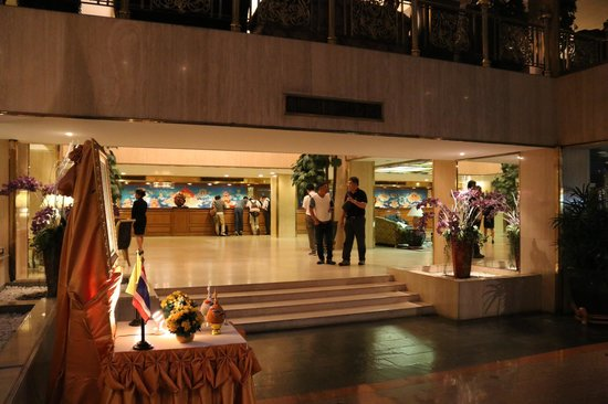 Montien Hotel Bangkok: hotel lobby