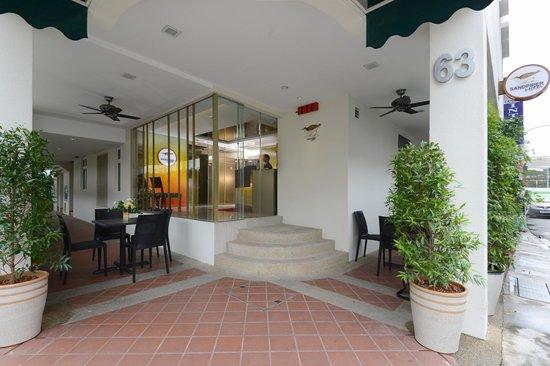 Sandpiper Hotel Singapore : Entrance Area