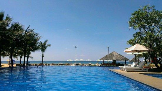 Eden Resort: pool view