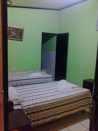 Reynas Hotel: a basic room