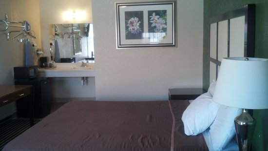 "Fort Davis Inn And Rv Park: King bed, 32"" LCD tv, Micro-fridge,  In-room coffee,  breakfast included,  free wi-fi,  telephon"