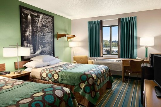 Super 8 by Wyndham Batesville: Rooms with two double beds