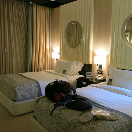 Fairmont Cairo, Nile City: comfy beds