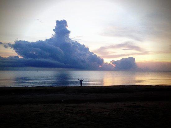 Aleenta Hua Hin Resort & Spa: peace and tranquility at sunrise