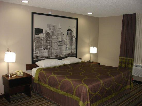 Super 8 Jamaica North Conduit : King room