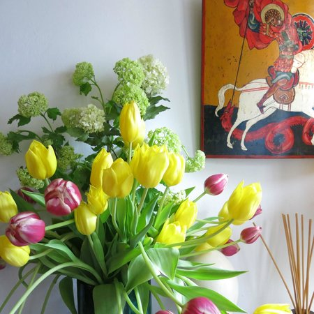 Sunhead of 1617: tulips in entry
